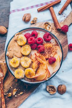 Bananen Zimt Porridge A creamy banana cinnamon porridge is simmering on the stove. A good breakfast can make up for so much and sweeten the morning. Breakfast time is all the best time of the day. A creamy banana cinnamon porridge is ready in no time. The Breakfast Club, Health Breakfast, Vegan Breakfast Recipes, Breakfast Time, Best Breakfast, Brunch Recipes, Sweet Recipes, Soup Recipes, Healthy Recipes