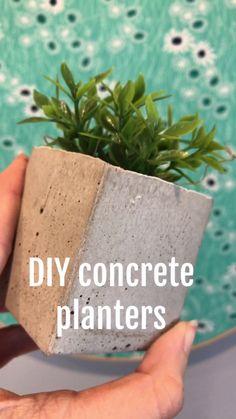 Wedding diy videos garden centerpieces ideas for 2019 Concrete Crafts, Concrete Projects, Diy Concrete Planters, Diy Planters Outdoor, Wall Planters, Diy Wedding Video, Wedding Videos, Fleurs Diy, Beton Diy