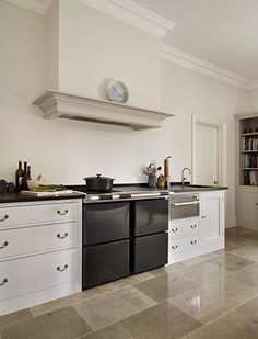 This traditional kitchen combines the Plain English Spitalfields Cupboards with the Plain English Signature Work Table with a granite worktop Kitchen Cooker, Kitchen Inspirations, Farmhouse Style Kitchen, Plain English Kitchen, Kitchen Cooker Hood, Kitchen, Kitchen Design, Kitchen Fixtures, Kitchen Cabinetry