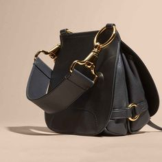 Burberry Present Bridle Shoulder Bag Collection Fall 2017   Fashion Sensation