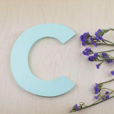 Letra C de madera y color mint hecha a mano   Antic&Chic