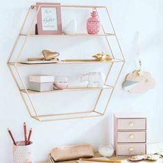 Pudrowy róż stał się w ostatnich miesiącach wyraźnym trendem, do którego z chęcią nawiązują projektanci wnętrz. A jak Wam podoba się ten kolor? :) #HOFF #salonhoff #kraków #ilovehoff #salon #wnętrze #wystrojwnetrz #design #pomysł #pink #róża #róż #różowy #pinky #trendy #trends #trend #moda #modern #colors #kolory #kolor #gold