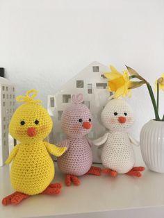 Hækleartisten – Hækling og hverdagsglimt Easter Crochet, Diy Crochet, Crochet Decoration, Easter Crafts, Tweety, Dinosaur Stuffed Animal, Knitting, Animals, Decorations