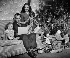 18+Vintage+Photos+That+Will+Make+You+Nostalgic+For+Christmases+Past  - CountryLiving.com