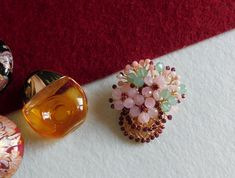 Compoziția florală este confecționată din bănuți de cuarț roz și aventurin, mărgele din granat și opal roz, cristele de sticlă, sârmă modelatoare aurită cu aur de 18 karate. Aur, Karate, Stud Earrings, Floral, Jewelry, Jewerly, Jewlery, Stud Earring, Flowers