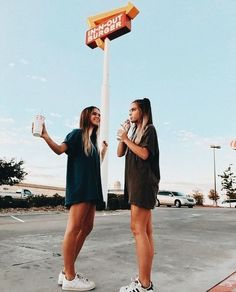 what to wear to in-n-out burger. Best friend outfit inspiration.