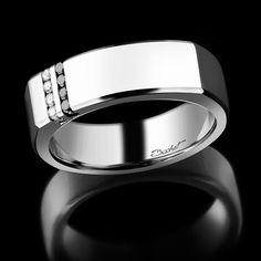 Chevalière Dynamik, par la Maison Bachet : en or blanc, 6 diamants blancs (0,06 carats) et 6 diamants noirs (0,06 carats).