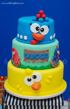 Atelier de Festas: Festa fazendinha clean Galinha Pintadinha - Lucca Farm Birthday Cakes, Farm Animal Birthday, Leo Birthday, Baby First Birthday, Bolo Fack, Chicken Cake, Character Cakes, Happy B Day, Fondant Cakes
