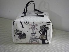 Trousses de toilette Pochette Diy, Sacs Tote Bags, Curtain Styles, Couture Sewing, Needlework, Cool Designs, Patches, Purses, Stuff To Buy