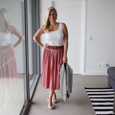 Continuing yesterday's pleated midi skirt trend for the office at before catching up with the team at @twidalehairandmakeup. Also rocking a light pink lip for today's @kimbalikes @shewrites77 #autumnstylefile challenge with a bit of a #goodhairday throw in for @motherfrokker's #rockmystyle challenge. . . . @topshop_au jersey pleated skirt | @witcheryfashion singlet | @marcs_clothing blazer | @seedheritage heels…