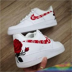 Nike roses shoes white The Effective Pictures We Offer You About Mens Sneakers retro A quali Cute Nike Shoes, Cute Sneakers, Shoes Sneakers, Vans Shoes, Nike Custom Shoes, Nike Shoes Tumblr, Shoes Jordans, Aldo Shoes, Oxford Shoes