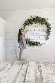 Diy home decor projects - How To Make An Oversized Letter Board Wall + DIY Giant Holiday Wreath Diy Home Decor For Apartments, Diy Home Decor Projects, Easy Home Decor, Decor Ideas, Diy Wall Decorations, Diy Ideas, Home Decoration, Diy Letter Board, Farmhouse Side Table