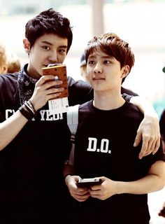 #chanyeol #do #exo someone is always holding D.O!!! I love it!! :)