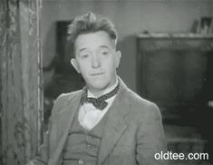 laurel and hardy gifs Laurel E Hardy, Stan Laurel Oliver Hardy, Silent Film Stars, Movie Stars, Buster Keaton, Lillian Gish, Comedy, Harold Lloyd, Photo Star