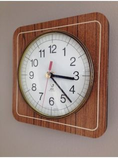 cette belle pendule de cuisine date des ann es 50 elle est en parfait tat aucun clat ni. Black Bedroom Furniture Sets. Home Design Ideas