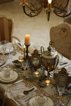 Je L'adore! A Magnifique Vintage French Tablescape for Christmas!