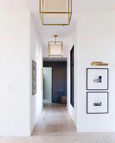 A selection of modern hallway ideas for high-end interior design projects Alexa Hampton, Modern Hallway, Entry Hallway, Hallway Ideas, Hallway Art, Upstairs Hallway, Entrance Hall, Wall Ideas, Diy Ideas