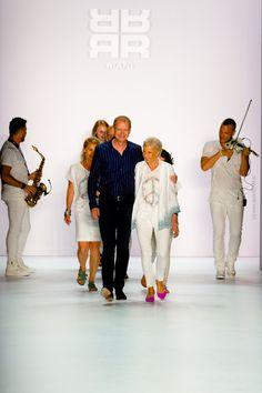 "RIANI Fashionshow ""Jet Set Girls"" - Mercedes Benz Fashionweek 20"