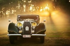 The first Sotogrande Grand Prix debuted in Spain this week with over 100 vintage cars that participated. Explore the link in our bio to learn more about the classic mobiles that are on display.