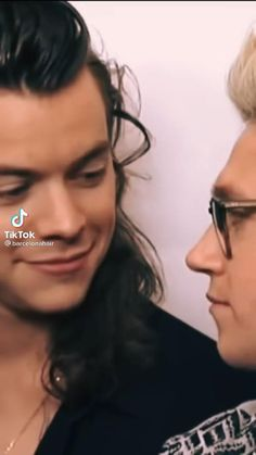 One Direction Edits, One Direction Images, One Direction Wallpaper, One Direction Harry, Larry, Niall E Harry, Zayn Malik Video, Harry Styles Smile, Best Duos
