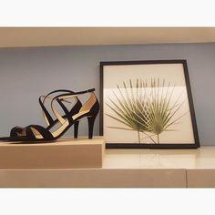 A sandália é a queridinha da estação, dando personalidade e poder a qualquer mulher. LOST PARADISE | Spring Summer 2018 - #brooksfielddonna #shoes #newcollection #saltoalto #summer #details #moda #brooksfield #fashion #brooksdonna #ootd #sandals