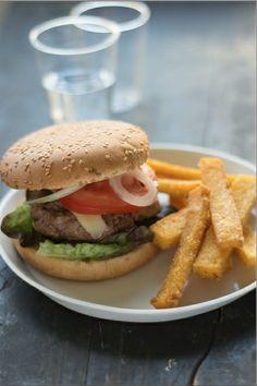 Burger au gingembre et ses frites de polenta (recette de Noëmie de Top Chef 2014) http://foodizbox.com/nos-recettes.php?box=30&recette=57