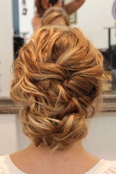 penteados-para-mãe-de-noiva- loiro cacheado