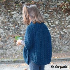poncho-enfant-photo-dos Turtle Neck, Pullover, Knitting, Sweaters, Fashion, Ponchos, Picasa, Tricot Facile, Petite Fille
