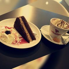 #hot #chocolate #with #amaretto #and #cake