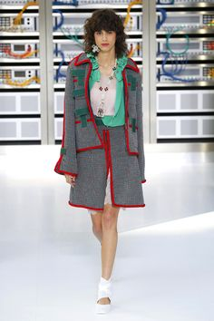 Chanel   Ready-to-Wear Spring 2017   Look 4