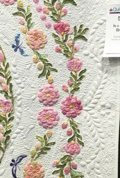 In a Spring Breeze by Rumiko Ooiwa www.bloominginchintz.blogspot.com Applique Quilt Patterns, Hand Applique, Rose Applique, Nine Patch, History Of Quilting, Machine Quilting Designs, Quilting Ideas, Japanese Quilts, Free Motion Quilting