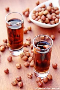 Hazelnut Liqueur – Life Is Full Of Goodies – Weihnachten Bloğ Smoothie Drinks, Smoothie Diet, Pecan Pie Bars, Spiced Rum, Liqueur, Schnapps, Gin And Tonic, Cocktail Drinks, Yummy Drinks