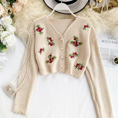 Limited Chance of Flower Embroidery Knit Cardigan Short Crop Top Sweater Womens Floral Cardigans Apricot Black Price Description for Flower . Crop Top And Shorts, Crop Top Sweater, Crochet Clothes, Diy Clothes, Cardigan Au Crochet, Floral Cardigan, Pretty Outfits, Cute Outfits, Estilo Hippie