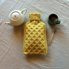 Bee Cozy hot water bottle cover by Melissa Kelenske, pattern available on Ravelry.