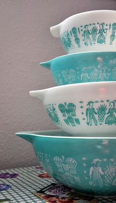 Vintage Pyrex in Butterprint or Amish print. I have the white bowls but would love to find the blue bowls