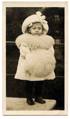 Old Photo - Tiny Girl dressed for Winter - The Graphics Fairy