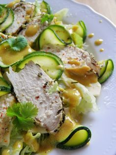 Dietetyczna sałatka z pieczonym kurczakiem i marynowaną cukinią | sio-smutki! Monika od kuchni