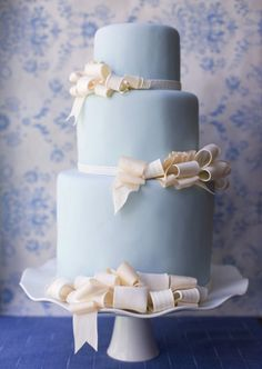 I don't know what it is, but some of my favorite cakes are blue and white.