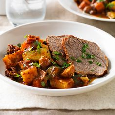 A healthier WW recipe for Provencal beef pot roast ready in just Get the SmartPoints plus browse our other delicious recipes today! Beef Pot Roast, Pot Roast Recipes, Ww Recipes, Easy Chicken Recipes, Healthy Dinner Recipes, Delicious Recipes, Healthy Appetizers, Recipe Today, Meals For Two