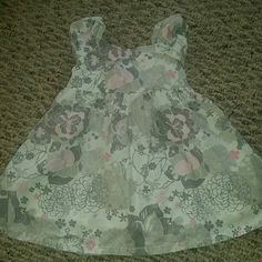 New Without tags! Cute grey, pink, and white flower dress!