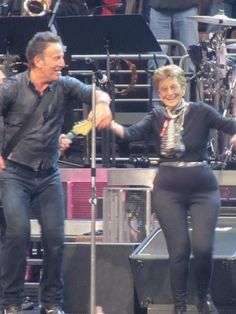 Good review of the Springsteen concert in Philly from last night.  Best part of the show was when Bruce brought his mom on stage to dance