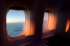 Image about photography in sky by tomoko on We Heart It Airplane Window, Airplane View, Landscape Illustration, Illustration Art, Sunset Photography, Amazing Photography, Edgy Photography, Photography Outfits, Sunset Photos