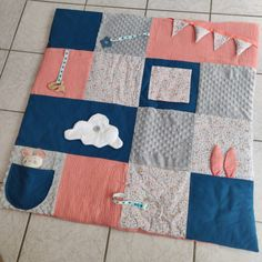 Diy Tapis, Diy Bebe, Baby Couture, Blanket, Play Mats, Inspiration, Sewing, Bed Covers, Baby Sewing