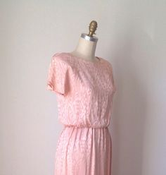 Sunday Best Sheath Dress // Blush Peachy Pink Vintage 70s Dress // Size 12 Flutter sleeve pencil skirt w/ Rhinestone buttons Abstract print on Etsy, $45.00