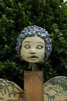 Gartendekoration - Blütenelfe-Viola - ein Designerstück von Kunst-und-Keramik bei DaWanda