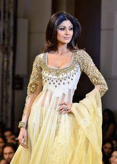 Shilpa Shetty in Manish Malhotra   Stunning!