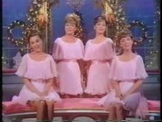 Lennon Sisters - Christmas Waltz loved watching these women & especiall. - Lennon Sisters – Christmas Waltz loved watching these women & especially love this song. Xmas Music, Christmas Music, Retro Christmas, Christmas Movies, Christmas In America, Christmas Past, Christmas Holidays, Christmas Specials, The Lennon Sisters