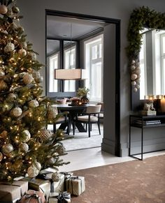 Christmas Home, Oversized Mirror, Holiday Decor, Inspiration, Furniture, Moody Blues, Home Decor, Interiors, Inspired