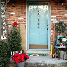 I have porch decorating ideas coming from every direction today. I used rubber boots and luggage to decorate the porch….and other cute stuff. Decor, Christmas Home, Fronts, Front Porch Decorating, Garage Doors, Home Decor, Simple Christmas Decor, Dutch Door, Thrift Store Finds