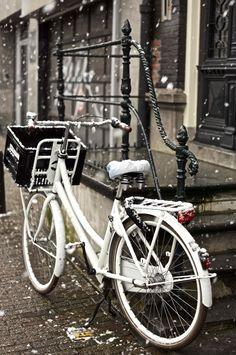 Амстердам! Bike city of the world.